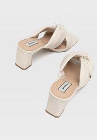 Stradivarius - Sandály na vysokém podpatku - off-white - 3