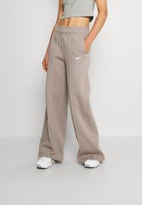 Nike Sportswear - TREND PANT - Tracksuit bottoms - moon fossil - 0