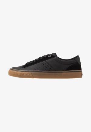 SKATE CLASSIC - Skate shoes - black