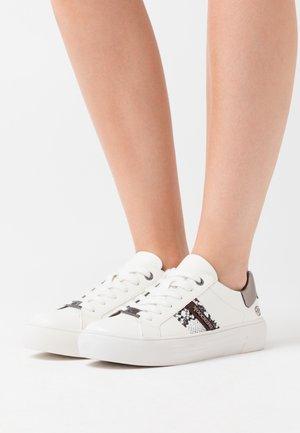 Sneakersy niskie - weiß/grau