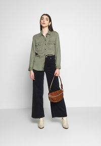 American Eagle - CORE MILITARY - Button-down blouse - oliv - 1