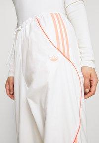 adidas Originals - TRACK PANT - Pantalon de survêtement - chalk white - 5