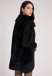 Guess - Faux leather jacket - schwarz - 2