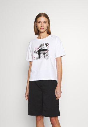 THE BOXY TEE - T-shirt z nadrukiem - open miscellaneous