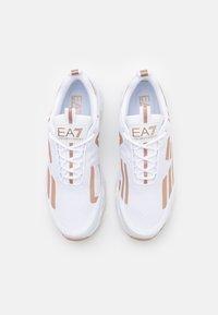 EA7 Emporio Armani - UNISEX - Tenisky - white/bronze - 3