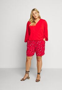 Lost Ink Plus - NECK BUTTON FRONT BLOUSE - Blůza - red - 1