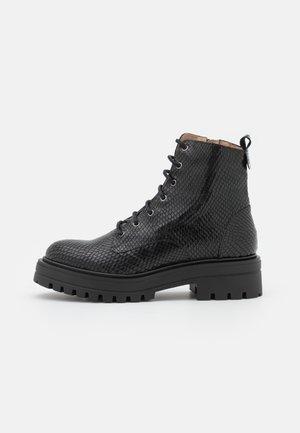 MERY - Kotníkové boty na platformě - noir