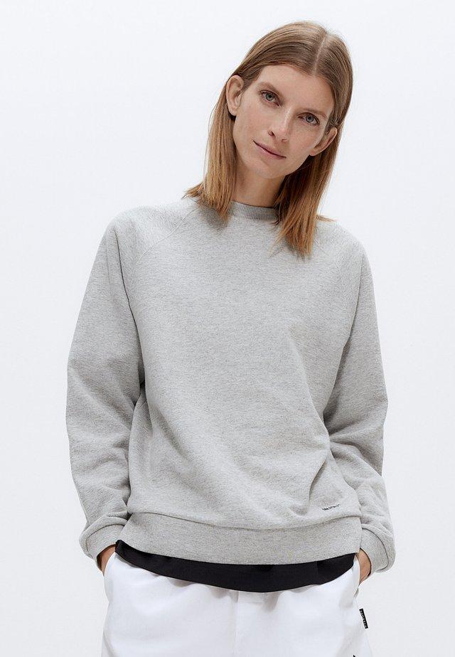 MIT RUNDAUSSCHNITT - Felpa - grey