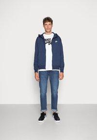 Nike Sportswear - CLUB HOODIE - Sweatjakke - midnight navy/white - 1