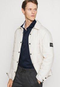 Tommy Hilfiger Tailored - SOLID SLIM SHIRT - Formal shirt - navy iris/white - 3