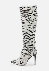 Trendyol - Kozačky na vysokém podpatku - white - 1