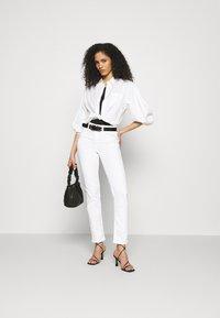 Marks & Spencer London - SIENNA - Džíny Straight Fit - white denim - 1