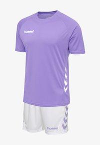 paisley purple/white