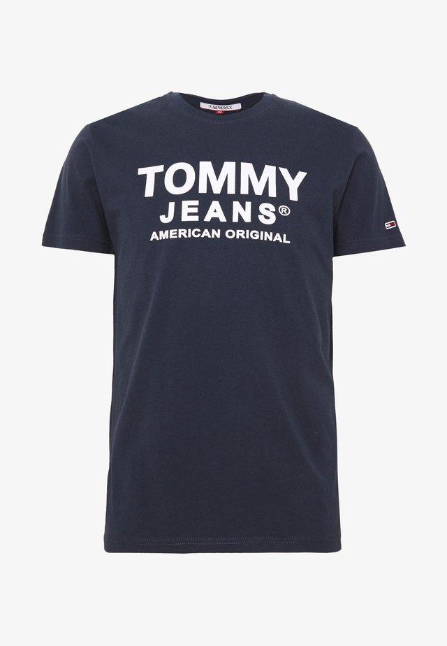 TJM ESSENTIAL FRONT LOGO TEE - Camiseta estampada - twilight navy