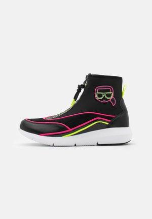 VITESSE IKON NEON ZIP BOOT - Sneakersy wysokie - black/pink