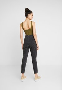 Topshop - DART MOM - Džíny Relaxed Fit - washed black - 2