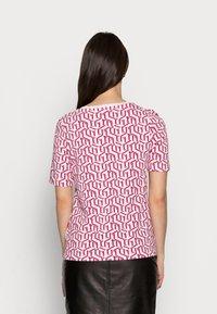 Tommy Hilfiger - REGULAR PRINTED - Print T-shirt - pink - 2