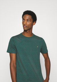 Farah - HOLBROOKS TEE - Print T-shirt - emerald green - 3