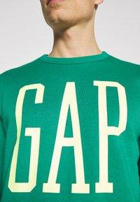 GAP - LOGO - Bluza - green shade - 6