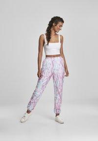 Urban Classics - FRAUEN  - Pantalones deportivos - aquablue/pink - 1
