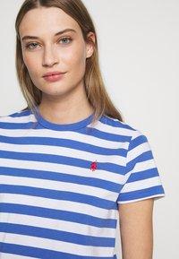 Polo Ralph Lauren - T-shirt imprimé - white/indigo sky - 5