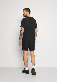 Nike Performance - CHALLENGER SHORT  - Sports shorts - black/reflective silver - 2