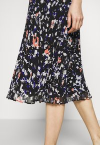 DKNY - PRINTED PLEATED SKIRT WAIST BAND - A-snit nederdel/ A-formede nederdele - black/multi - 4