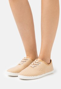 CALANDO - Sneakers basse - beige/white - 0