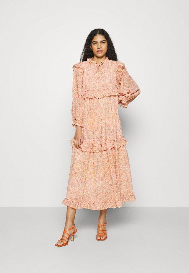 BARBARA - Denní šaty - pink/orange