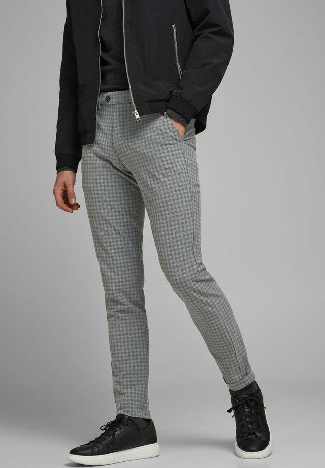 AKM - Chino - light gray