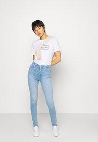 Tommy Hilfiger - CLEO REGULAR  - T-shirt z nadrukiem - white - 1