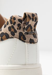 ONLY SHOES - ONLSHILO ANIMAL - Sneakers laag - white/beige - 2
