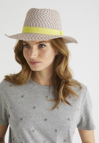 Oliver Bonas - RAINBOW  - Hat - yellow - 0