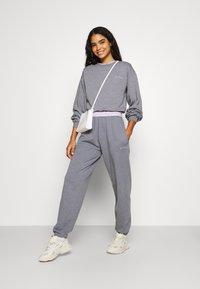 BDG Urban Outfitters - BUBBLE HEM - Sweatshirt - marlin blue - 1
