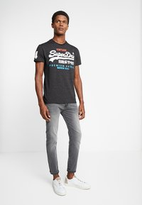 Superdry - Print T-shirt - oxide black feeder - 1