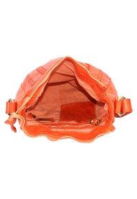 Campomaggi - Across body bag - orange - 4