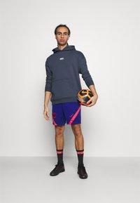 Nike Performance - FC HOODIE - Luvtröja - thunder blue/fireberry/clear - 1