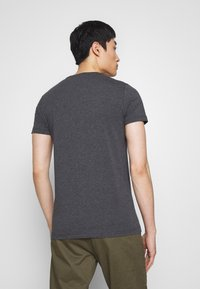 Tommy Hilfiger - STRETCH SLIM FIT TEE - T-shirt basic - grey - 2