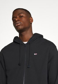 Tommy Jeans - CLASSICS ZIPTHROUGH - Mikina na zip - black - 3