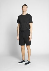 Lyle & Scott - Shorts - black - 1