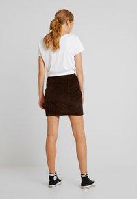 Pieces - PCCORDY SKIRT BUTTON - Mini skirt - coffee bean - 2