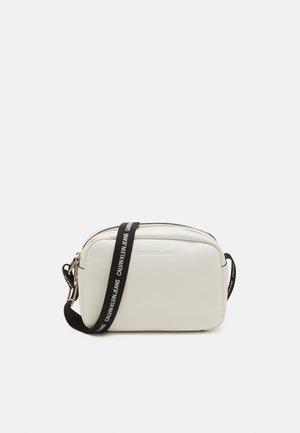 DOUBLE ZIP CAMERA BAG - Olkalaukku - bright white