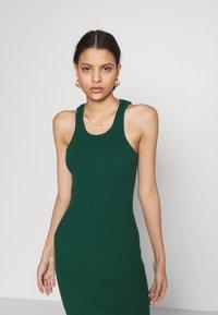 Glamorous - RACERBACK MIDI DRESSES WITH ROUND NECKLINE - Strikket kjole - forest green - 3