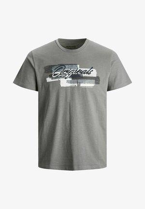 JORCALIBRUSH TEE CREW NECK - T-shirt med print - sedona sage
