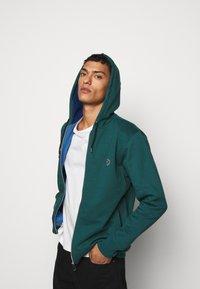 PS Paul Smith - ZIP HOODY - Mikina na zip - dark green - 4