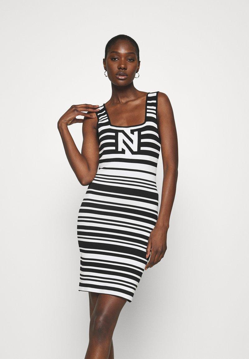 NIKKIE - JEAN DRESS - Jumper dress - white/black