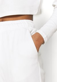 Glamorous - TED TROUSERS WITH FRONT TIE DETAIL - Tracksuit bottoms - cream - 4