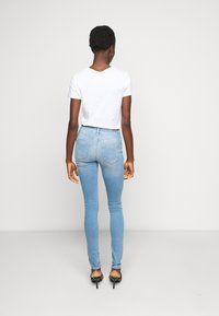 ONLY Tall - ONLBLUSH LIFE MID - Jeans Skinny Fit - light blue denim - 2