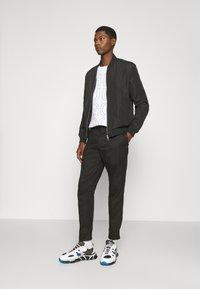 HUGO - FAREL - Cargo trousers - black - 1