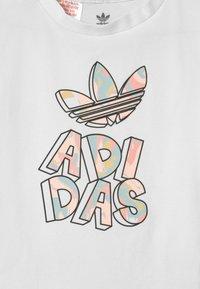 adidas Originals - TEE SET - T-shirt imprimé - white bottom/pink tint/multicolor - 3